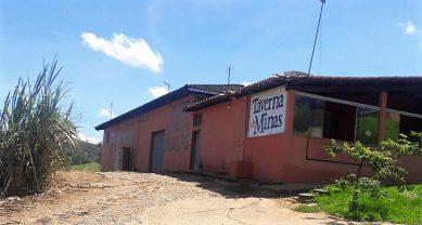 Tavena de Minas:alambique e escola