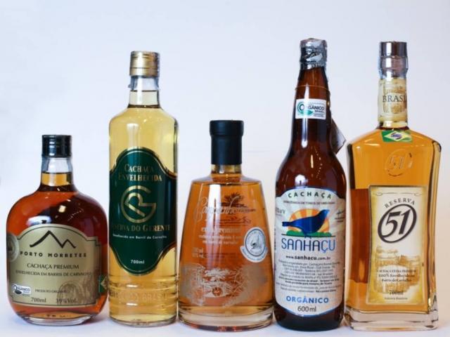 Várias gerações de garrafas, lado a lado
