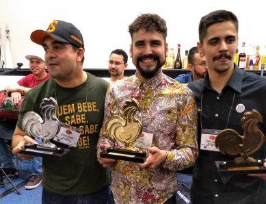 O pódio: Paulo, ao centro, com Eduardo à esquerda e Rafael, à direita
